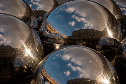 Travel image : Paris, Palais Royal Pol - Bury's Les  fontaines  à boules
